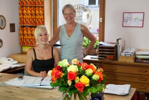 picture of the hotel founder and her daughter